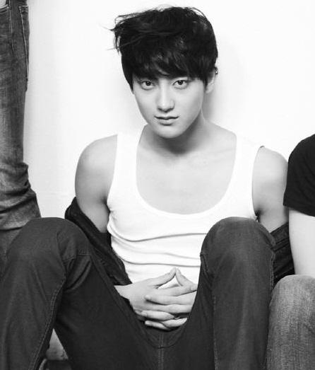 يبتلـــكمـ تقـرير عــن الفرقـــة EXO ،  Tao